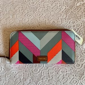 NWT Fossil Zip Around Clutch